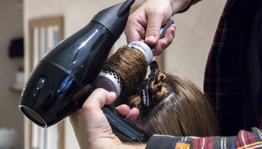 como secar correctamente el cabello con secador