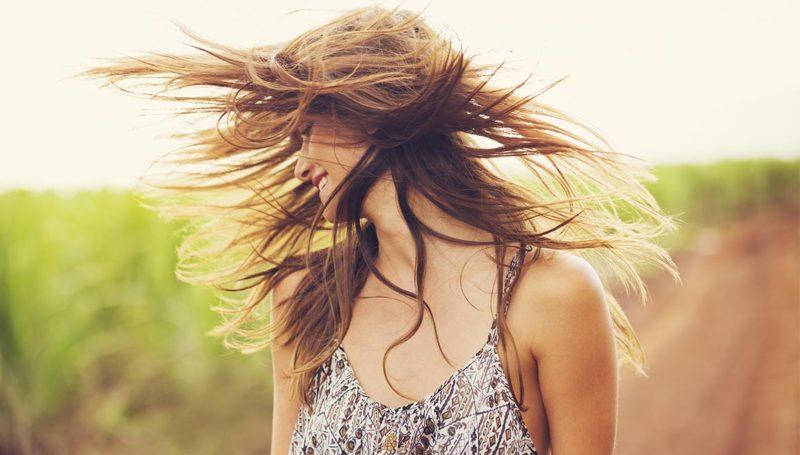 secar-el-cabello-con-secador-es-mejor-que-hacerlo-al-aire-libre-segun-estudios-recientes