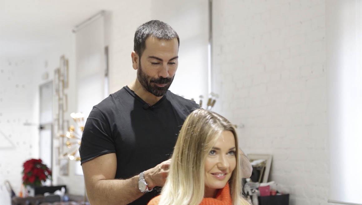Manuel Zamorano y Helena Cueva en un tutorial de peinado