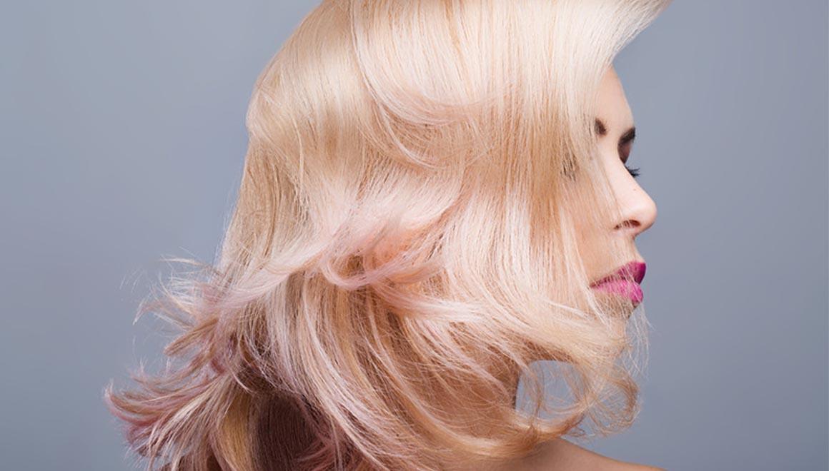 te-explicamos-como-cuidar-del-tinte-de-tu-cabello-en-verano