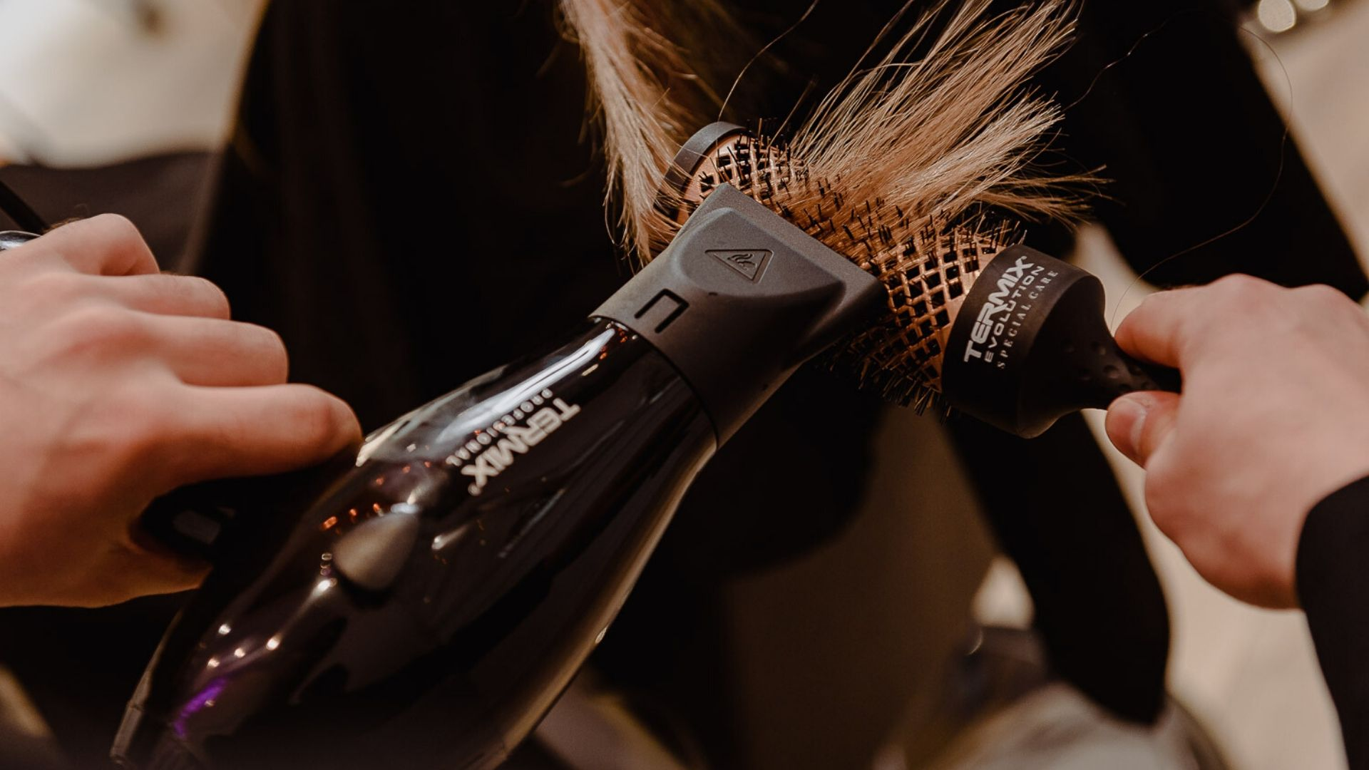 secador de pelo secarse el cabello