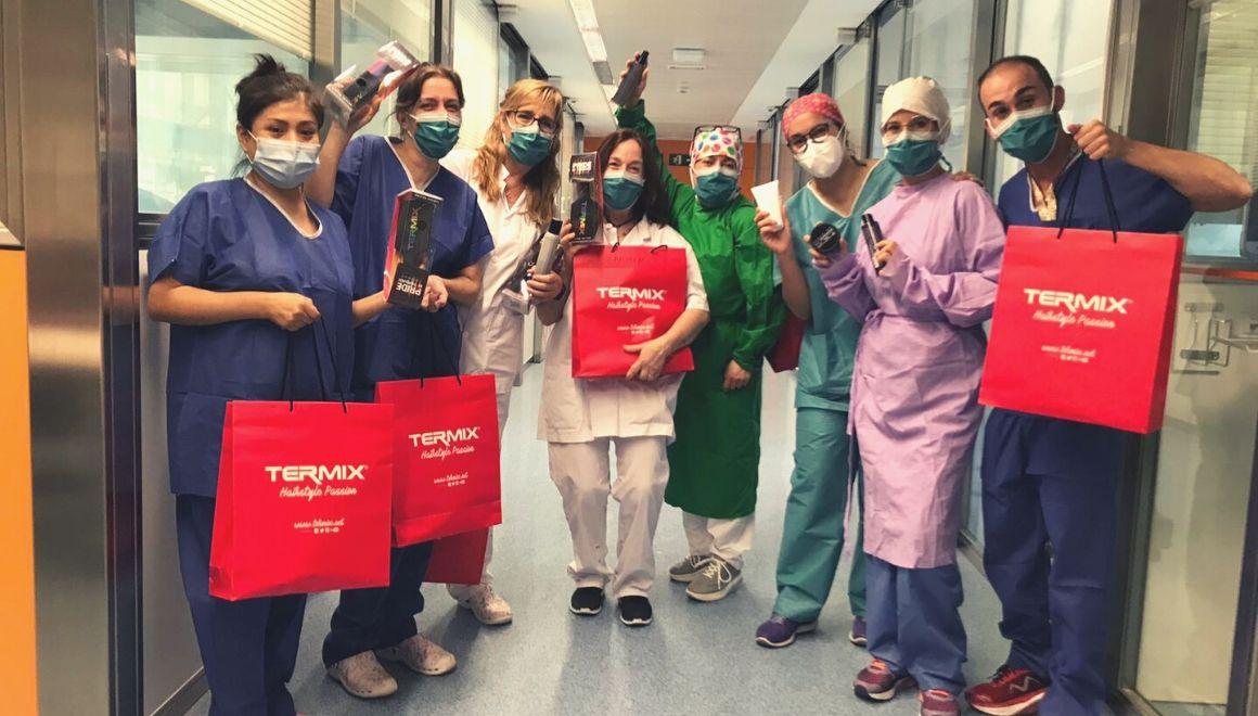 Equipo del Hospital Clinic con productos termix donados