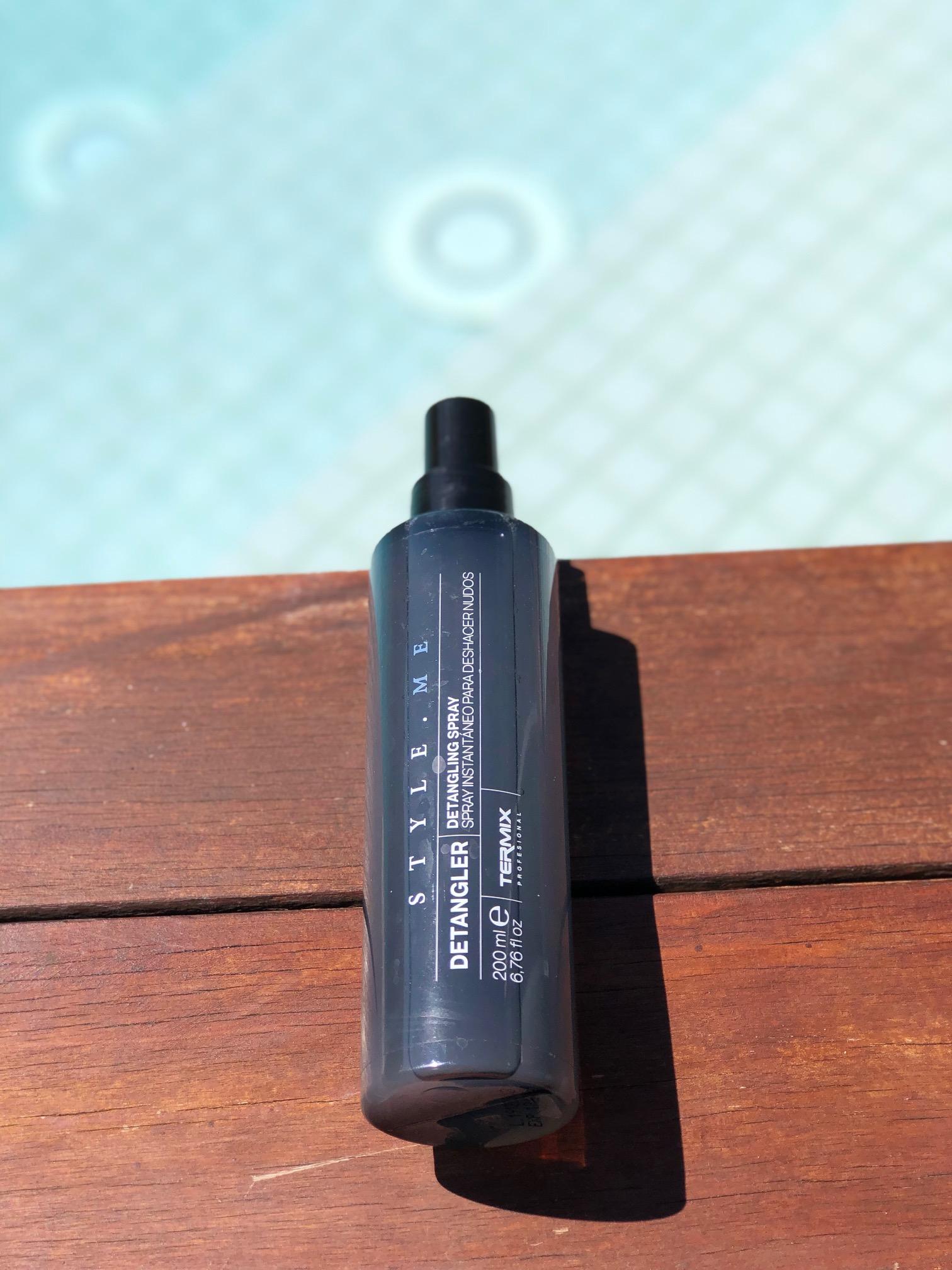 el spray desenredante DEtangler es un aliado perfecto para el verano