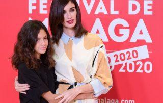 Paz Vega con su hija Ava durante el Festival de Malaga peinadas por Rafael Bueno y Termix