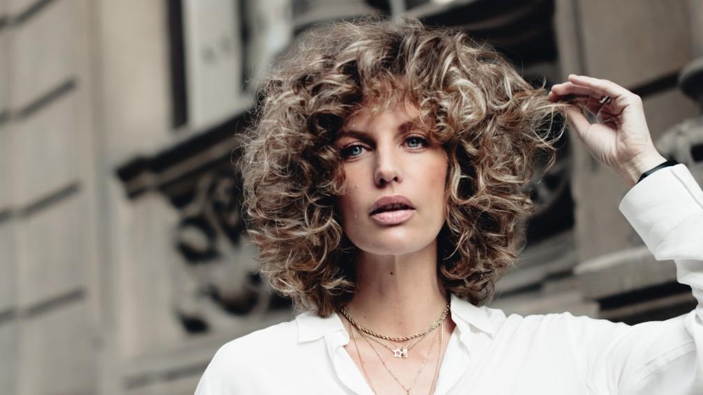 Cómo recuperar el pelo rizado