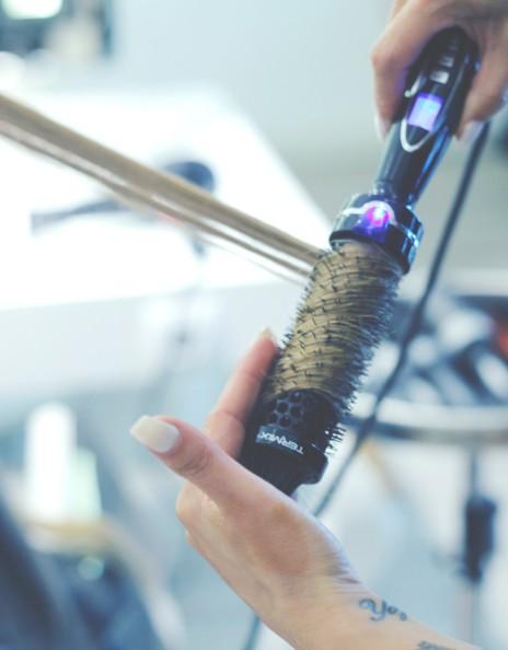 Cómo usar el cepillo eléctrico rizador