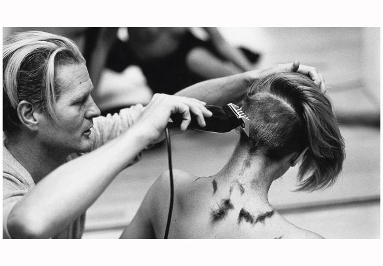 Christiaan Houtenbos cortando el pelo