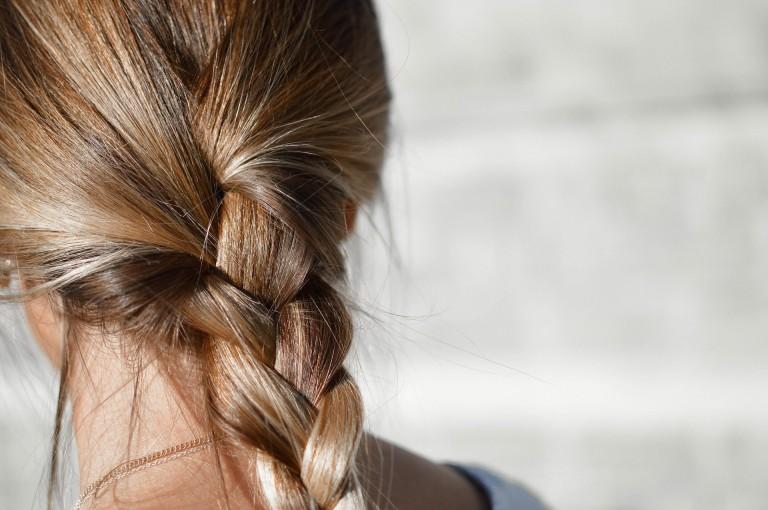 rutina para evitar cortar el pelo tras el verano