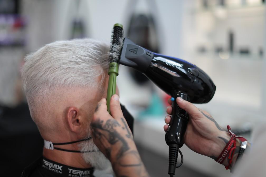 Como conseguir un tupe con cepillo redondo Barber Termix