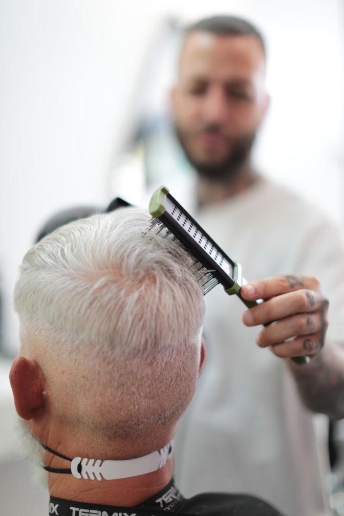 con el cepillo plano de la gama barber conseguimos volumen en el cabello