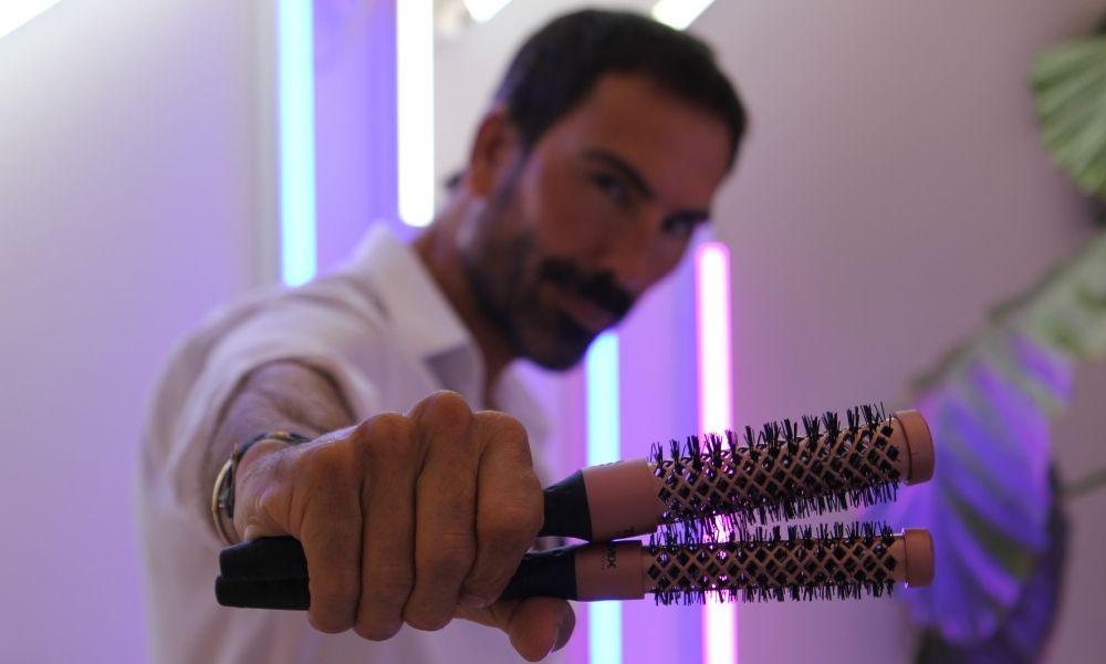 Manuel Zamorano usa cepillos termix evolution gold rose para un brushing con ondas