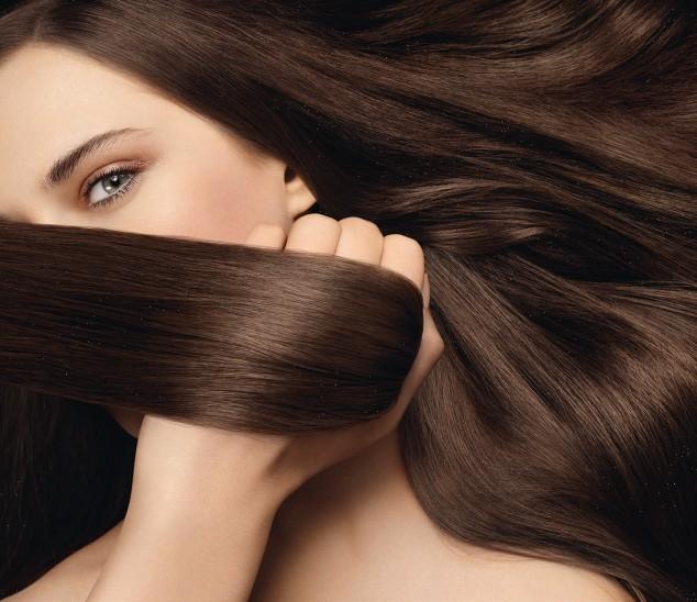 Melena larga y cuidada con el set de cabello sano